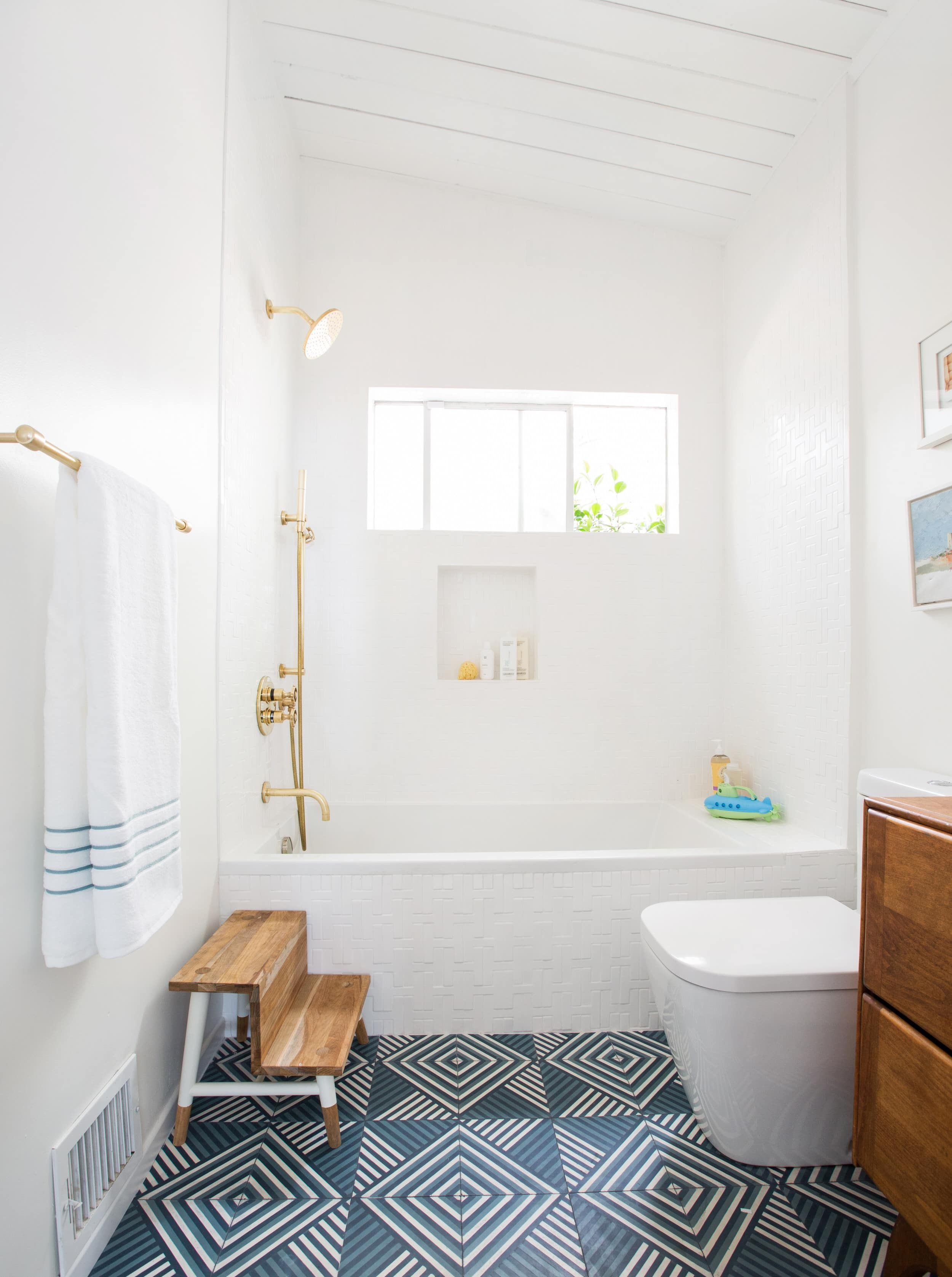 If You Think Your Rental Bathroom is Beyond Help, This Post is For