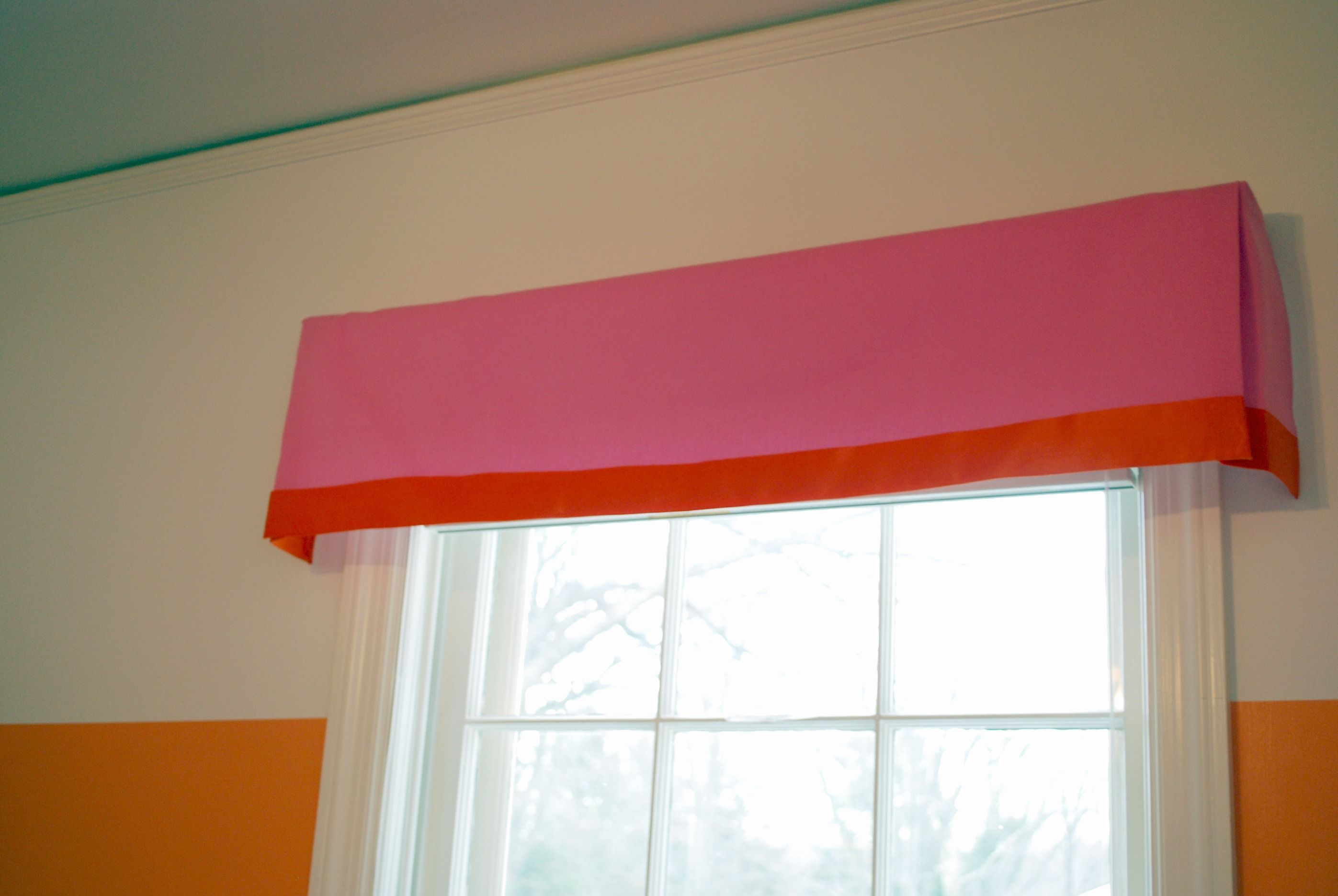 diy no sew window treatment. box pleat valance. fabric, glue, 2x4 ...