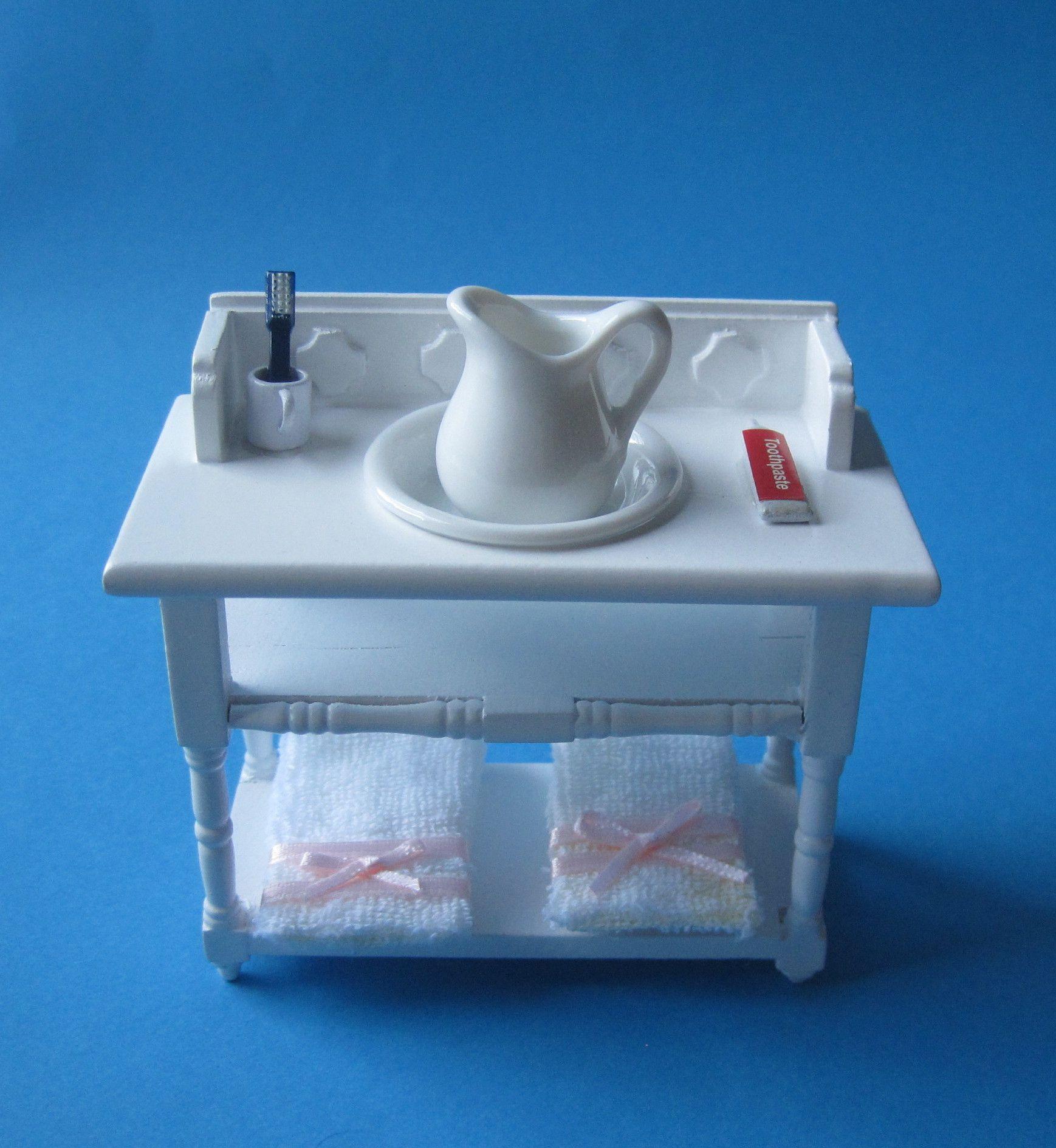 badezimmer waschtisch mit handt cher krug sch ssel puppenhaus m bel miniatur 1 12 puppenhaus. Black Bedroom Furniture Sets. Home Design Ideas