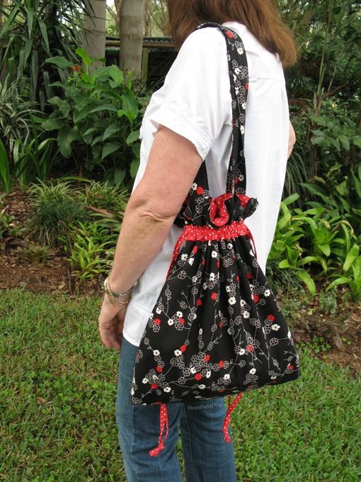 How to make a Drawstring Shoulder Bag ~ tutorial by Threading My Way