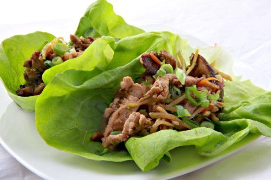 If you're too busy to cook but want something to nosh on rather badly, you should try making these moo shu pork wraps instead of calling for takeout. It will take you no more than ten minutes to make this dish, and because they're wrapped in lettuce leaves instead of served over rice or noodles, you'll have a no-fuss meal in almost no time at all.