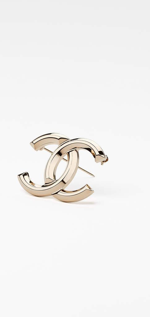 The Spring-Summer 2017 Pre-Collection Costume jewelry collection on the  CHANEL official website 07e1f973bf3