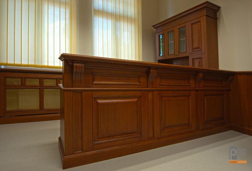 Zabudowa sekretariatu w UM Zabrze, okleiny naturalne i lite drewno, wykonane zostały również drzwi szafy osłony kaloryferów i boazerie ścienne , więcej zdjęć na http://www.projektmebel.pl/um-zabrze#3