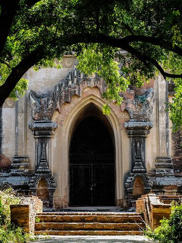 Temple entrance, Bagan, Myanmar  √