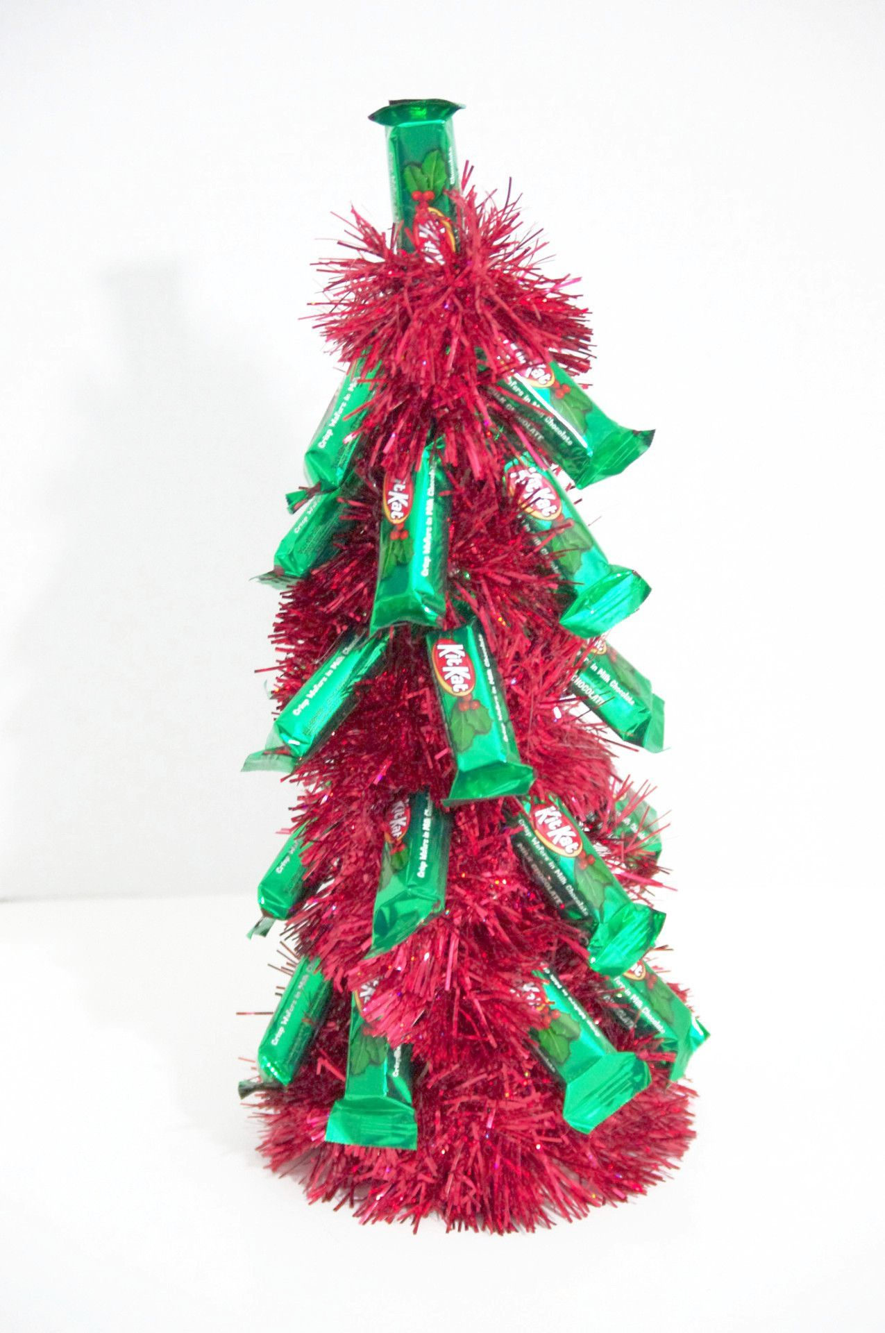 Christmas Tree - Red Kit Kat | candy crafts | Pinterest | Christmas ...