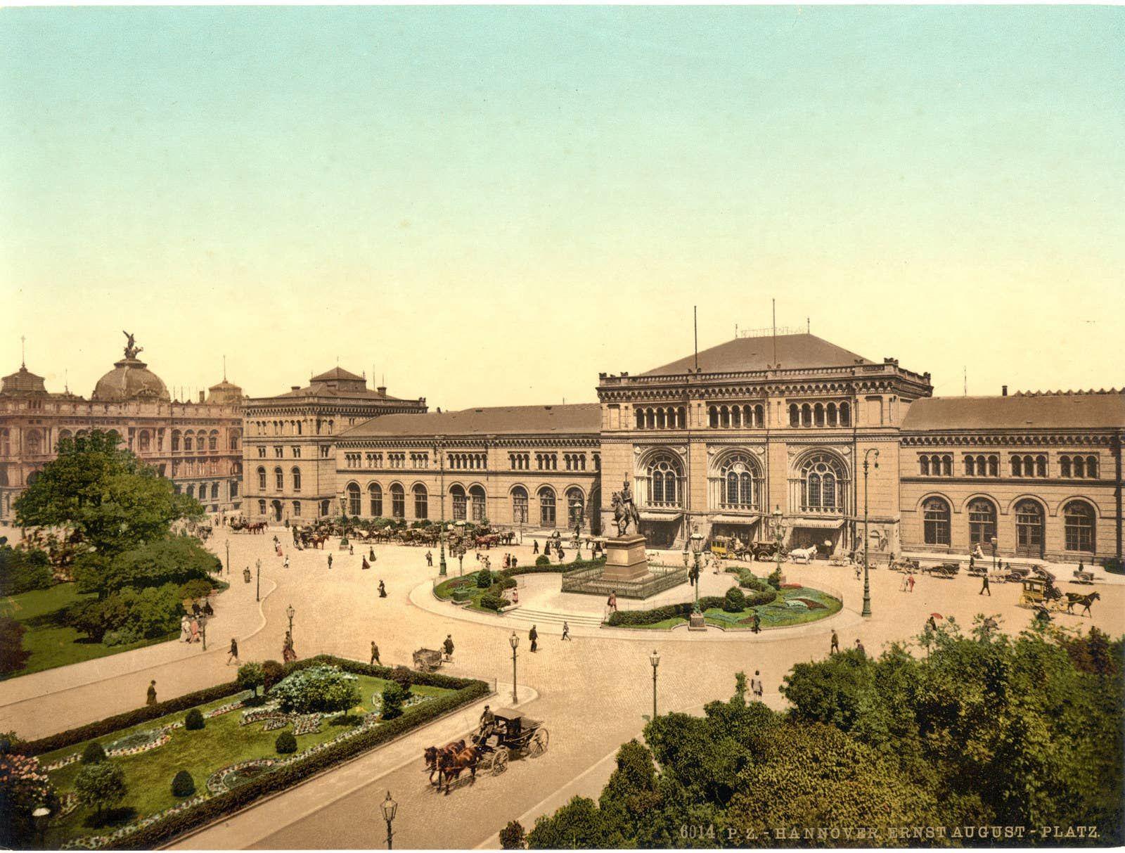 Hannover Ernst August Platz Zwischen 1890 Und 1900 Hinten Links Im Bild Ist Die Kumpel Des Alten Postamtes Zusehen Heut Hannover Hanover Germany Ernst August