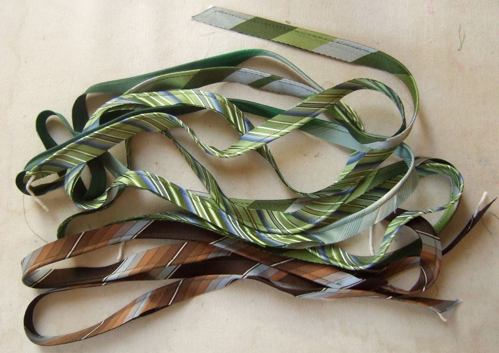 making bias piping form neckties! hahaahahhaa, great idea ...
