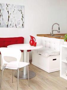 Schicke Sitzecke Küche für kleine Küche in Weiß   Sitzecke küche ...
