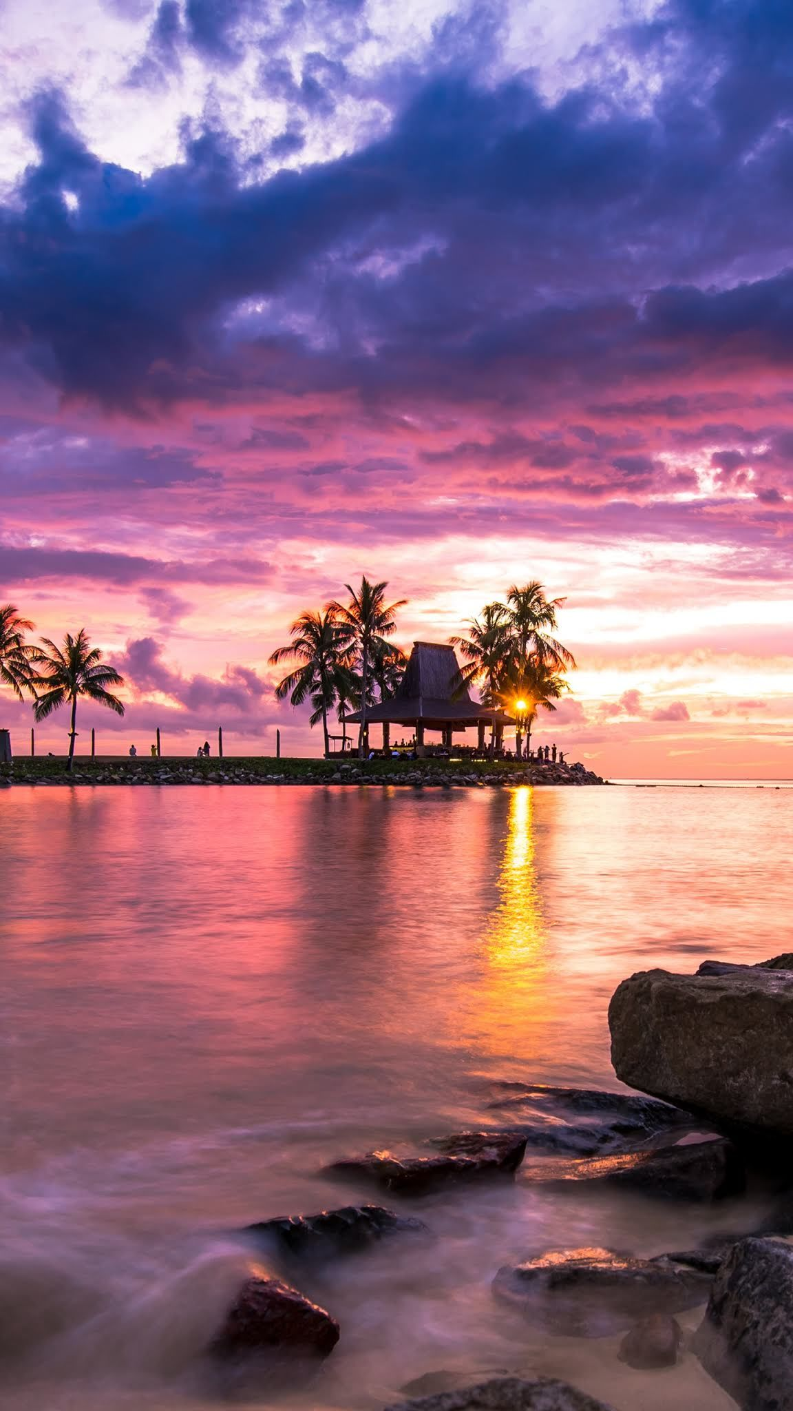 Download Sunrise reflection Wallpaper for your Android