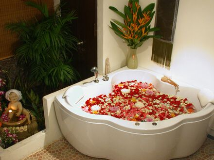 What a great way to make your bathroom feel like a spa. Must save petals! #EverydayLuminous