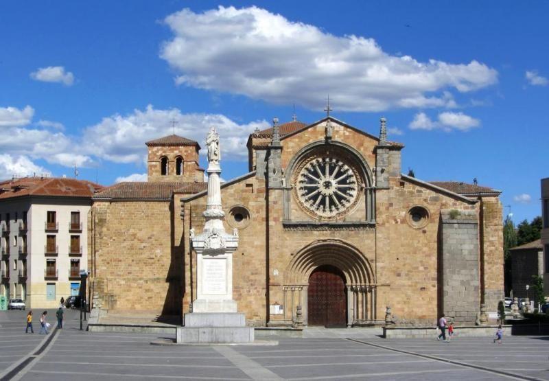 Iglesia rom nica de san pedro plaza de santa teresa for Interior iglesia romanica