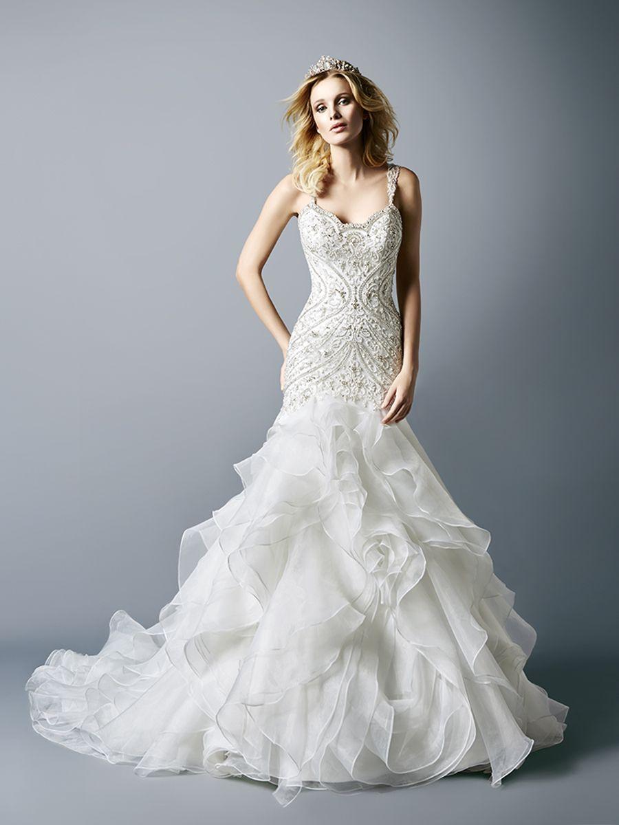 So much detail on this elegant @valstefani wedding dress.