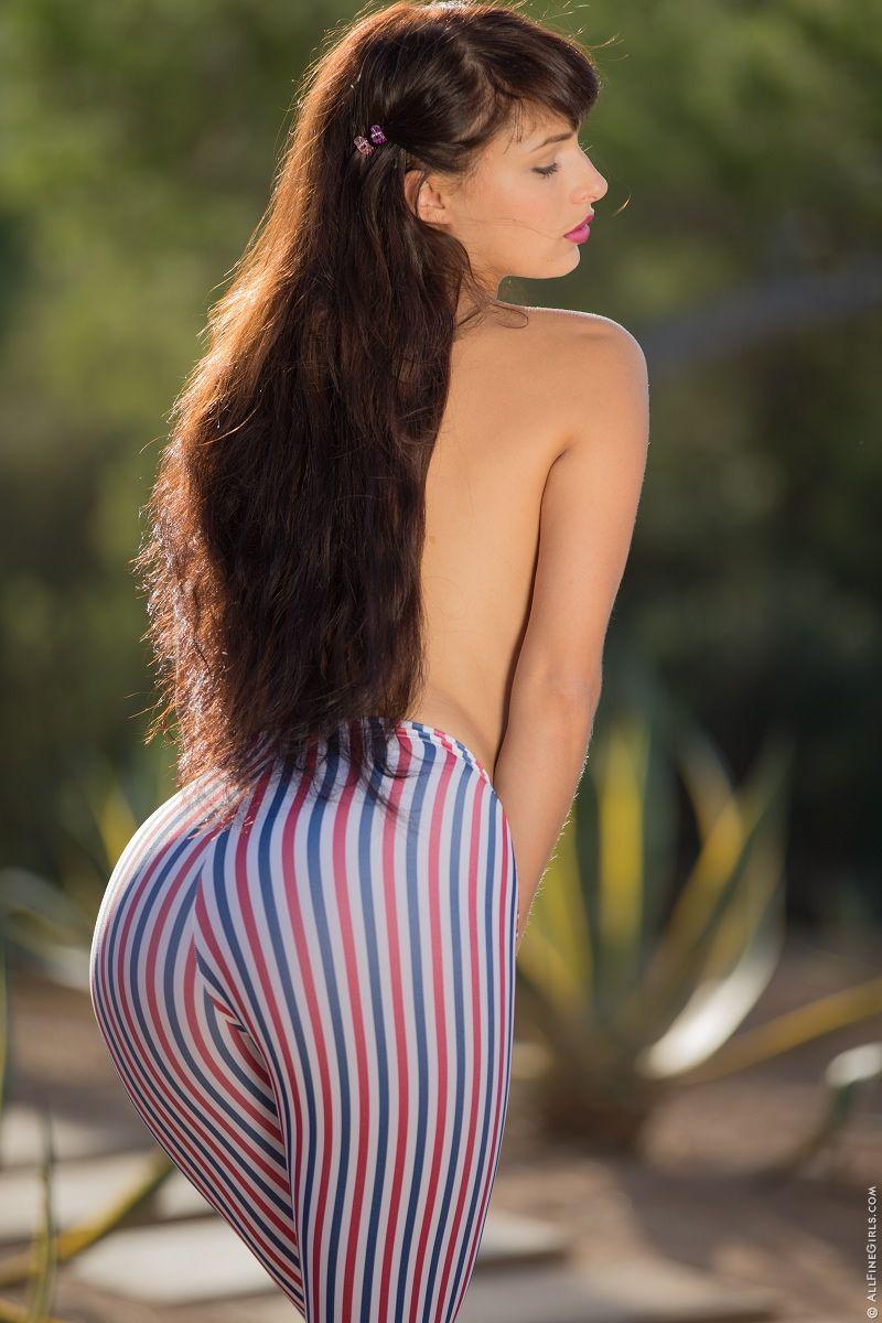 Yarina A Nude Photos 79