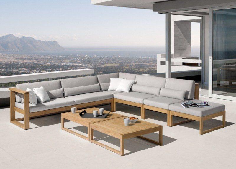 salon de jardin en teck et tissu gris sur le toit terrasse panoramique