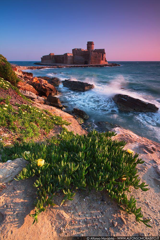 Le Castella, Calabria, Italy. 38°54′32″N 17°01′24″E