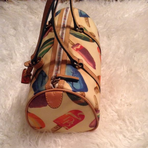 Dooney and Bourke BLK FRIDAY PRE-SALE So chic ! 9 out of 10 - why sop is used