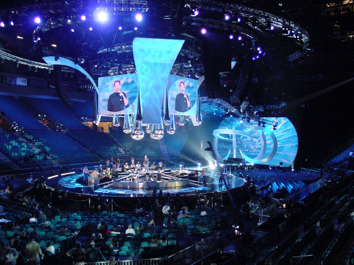 Pin on Rock concert: arena stage design