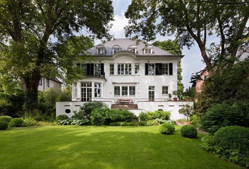 Spektakulare Denkmalgeschutzte Villa In Unmittelbarer Rheinlage Von Koln Fassade Haus Style At Home Villa