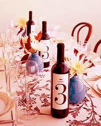 Meseros con las botellas de vino