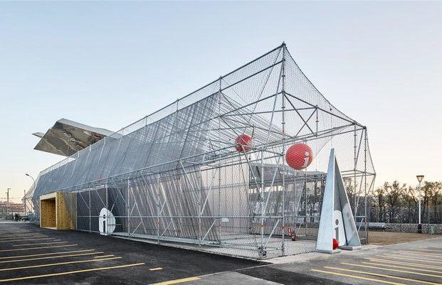 Un andamio como punto de informaci n instalaciones - Despachos de arquitectura en barcelona ...