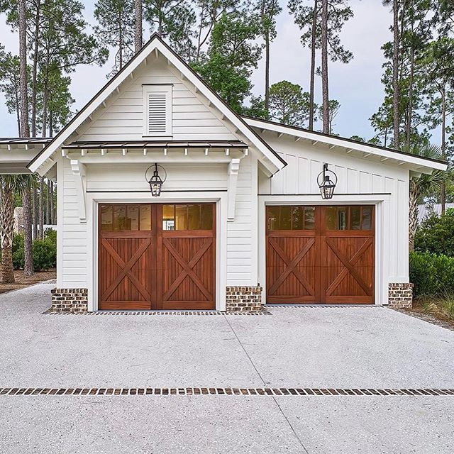 Garages Can Be Beautiful Too! We Love This #farmhouse