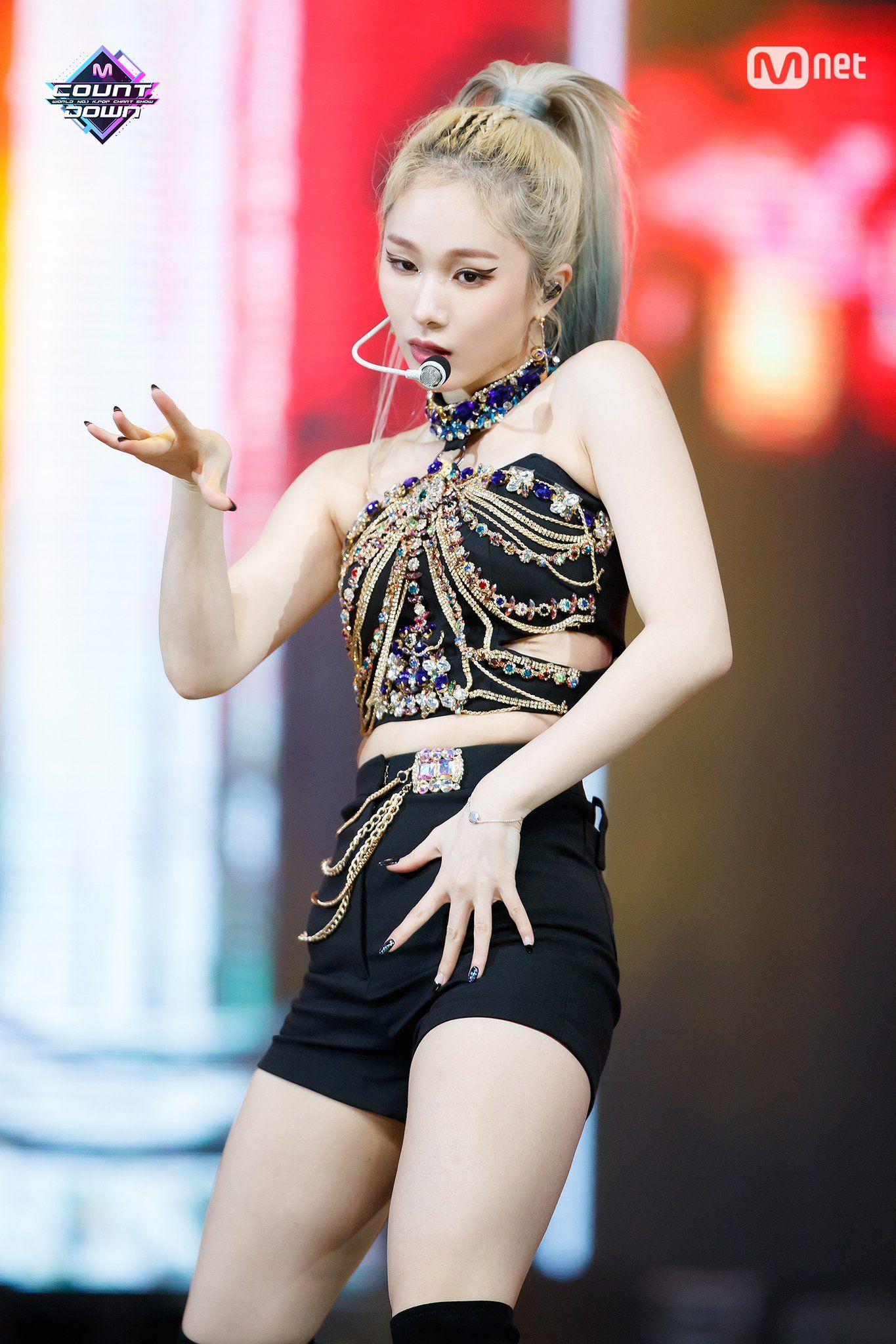 Comeback Stage M Countdown Dun Dun Everglow Mia Kpop Girls Kpop Girl Groups Korean Girl Groups
