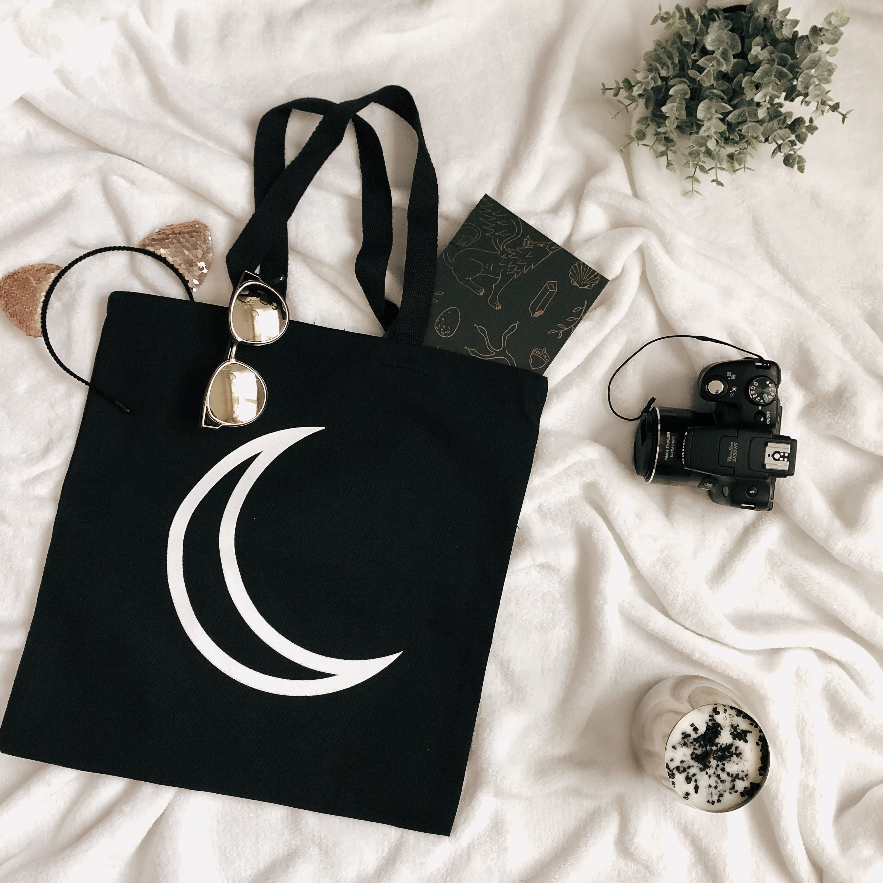 embroidery black eye and moon Tote bag in beige cotton