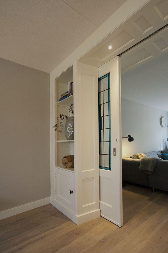 Detail schuifdeur en kast van een jaren 39 30 kamer en suite for Schuifdeuren woonkamer