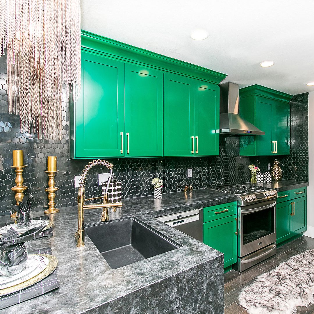 Emerald Green Check Out All The Photos Of Rooms Not Shown On Last Thursdays Flip Or Flop Vegas New Episode T Flip Or Flop Green Kitchen Cabinets Glam Kitchen