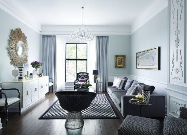 Wohnzimmer Neoklassisch Grau Weiss Hellblau Dekorative Formteile Wand