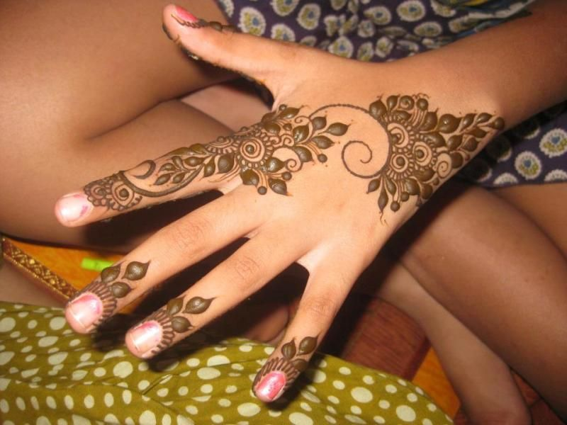 Cute Mehndi Tattoo : Adorable neck henna tattoos