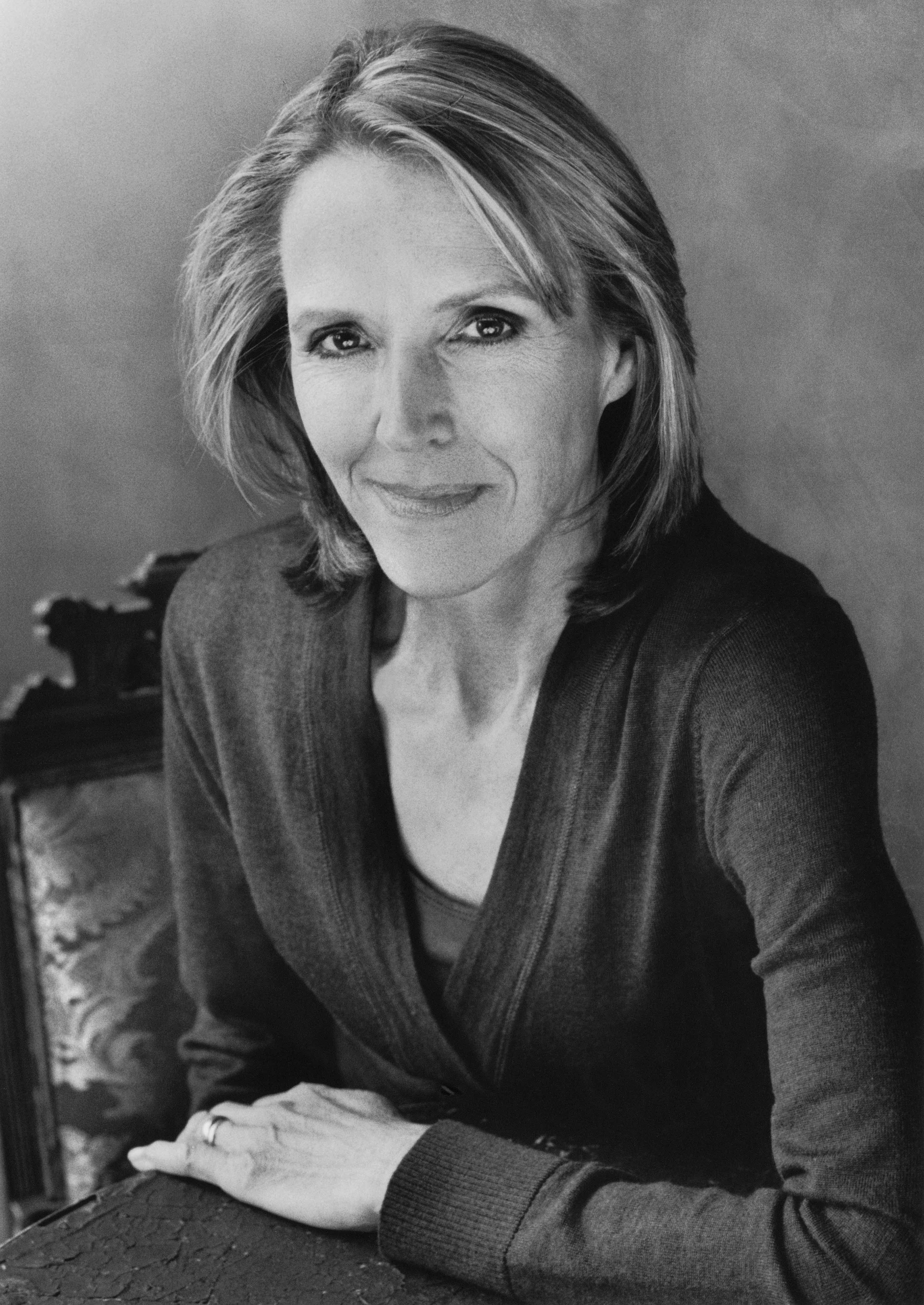 Charlotte Rogan er uddannet på Princeton University i 1975. Arbejdede i forskellige job, primært inden for arkitektur og ingeniørarbejde, indtl hun lærte sig selv at skrive og blev hjemmegående mor til trillinger. Opvæksten i en familie af sejlere gav inspiration til Redningsbåden (2013), som er hendes første roman. Efter at have boet mange år i Dallas, bor hun og hendes mand nu i Westport, Connecticut.