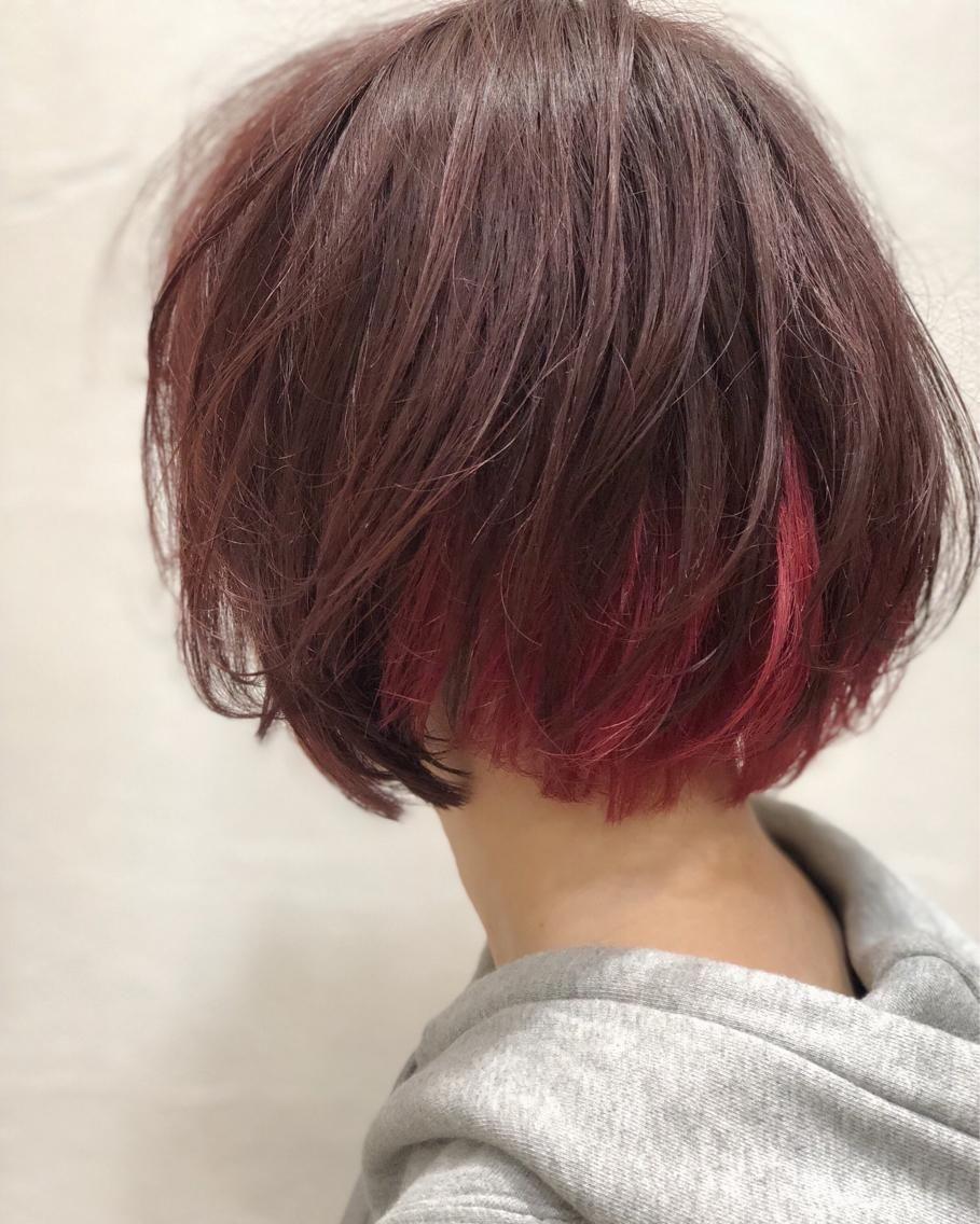 ショートボブに赤のインナーカラー Greek所属 我妻大地のヘア