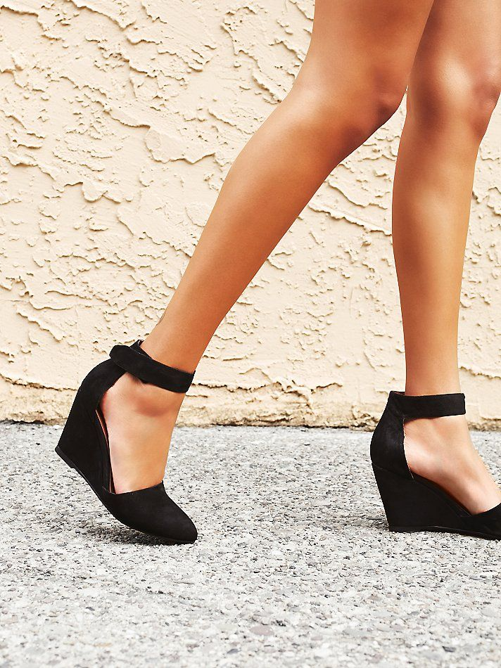 Leather nubuck pointy toe wedge with