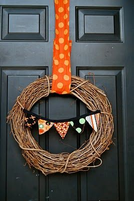 Wreath with Interchangeable bunting flags...cute!