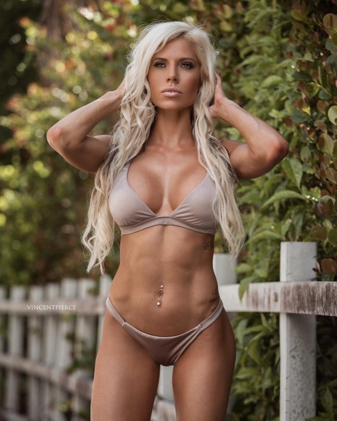 Bikini blonde fitness model, gif troie sexi porno