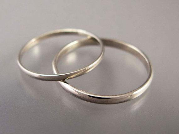 Eheringe weißgold schlicht breit  Dünne Weissgold Eheringe Set 15 und 2 mm breit von LichenAndLychee ...