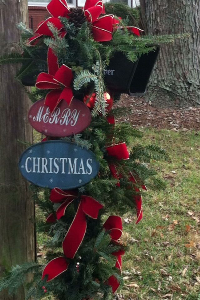 Mail box swag ~ love this one! | Christmas mailbox ...