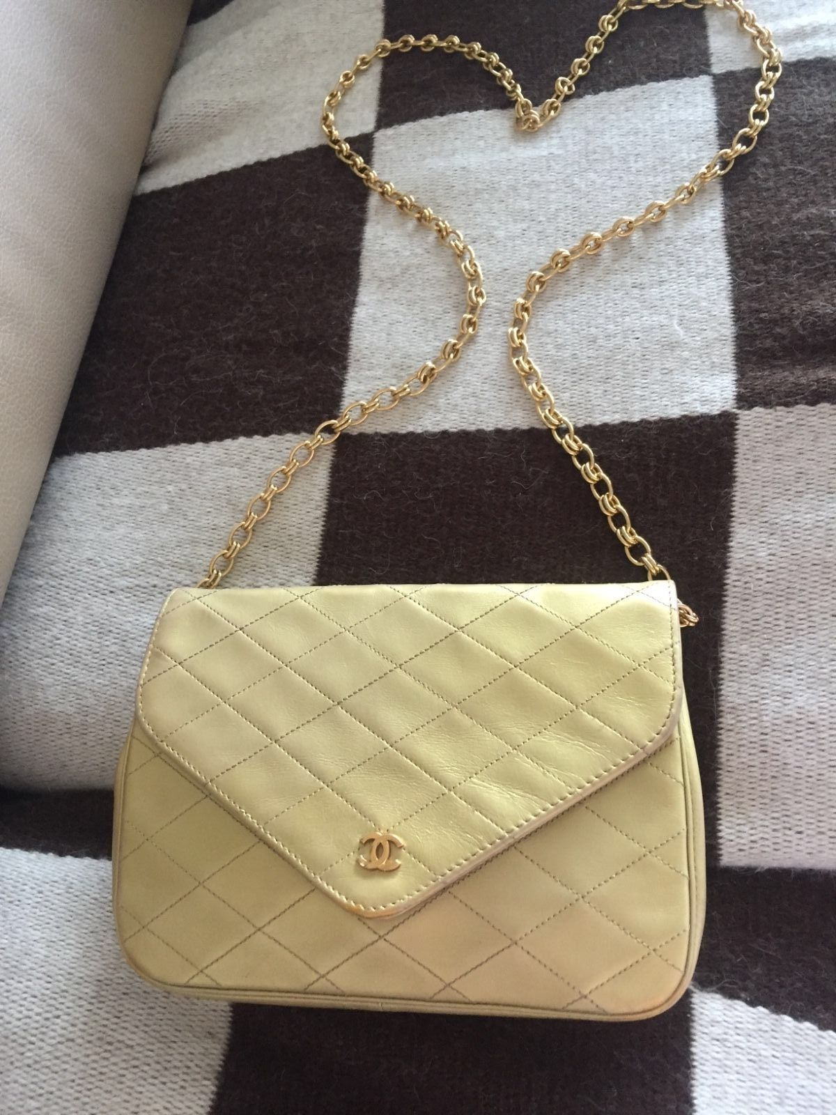 3231f93682f4b0 Auth Vintage Chanel Gold Quilted Leather Single Flap Single Strap Gold Cc  Purse