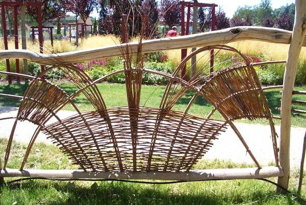 weidenzaun flechten ko ky pinterest gardens willow weaving and. Black Bedroom Furniture Sets. Home Design Ideas