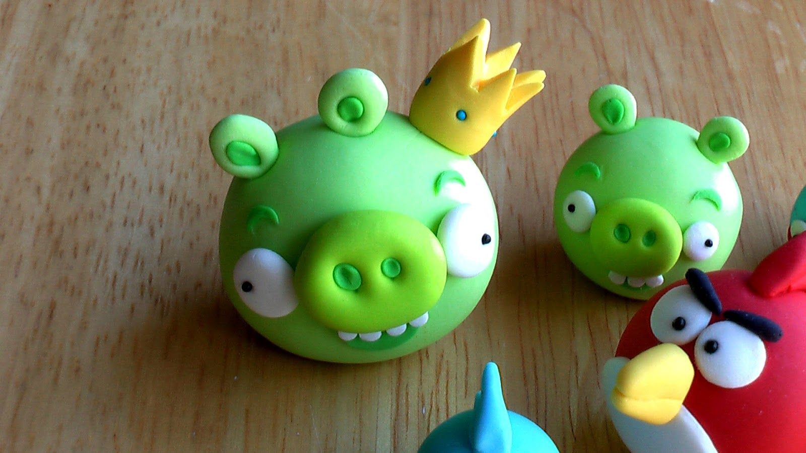 Edible Angry Birds Cake Toppers - these are really good