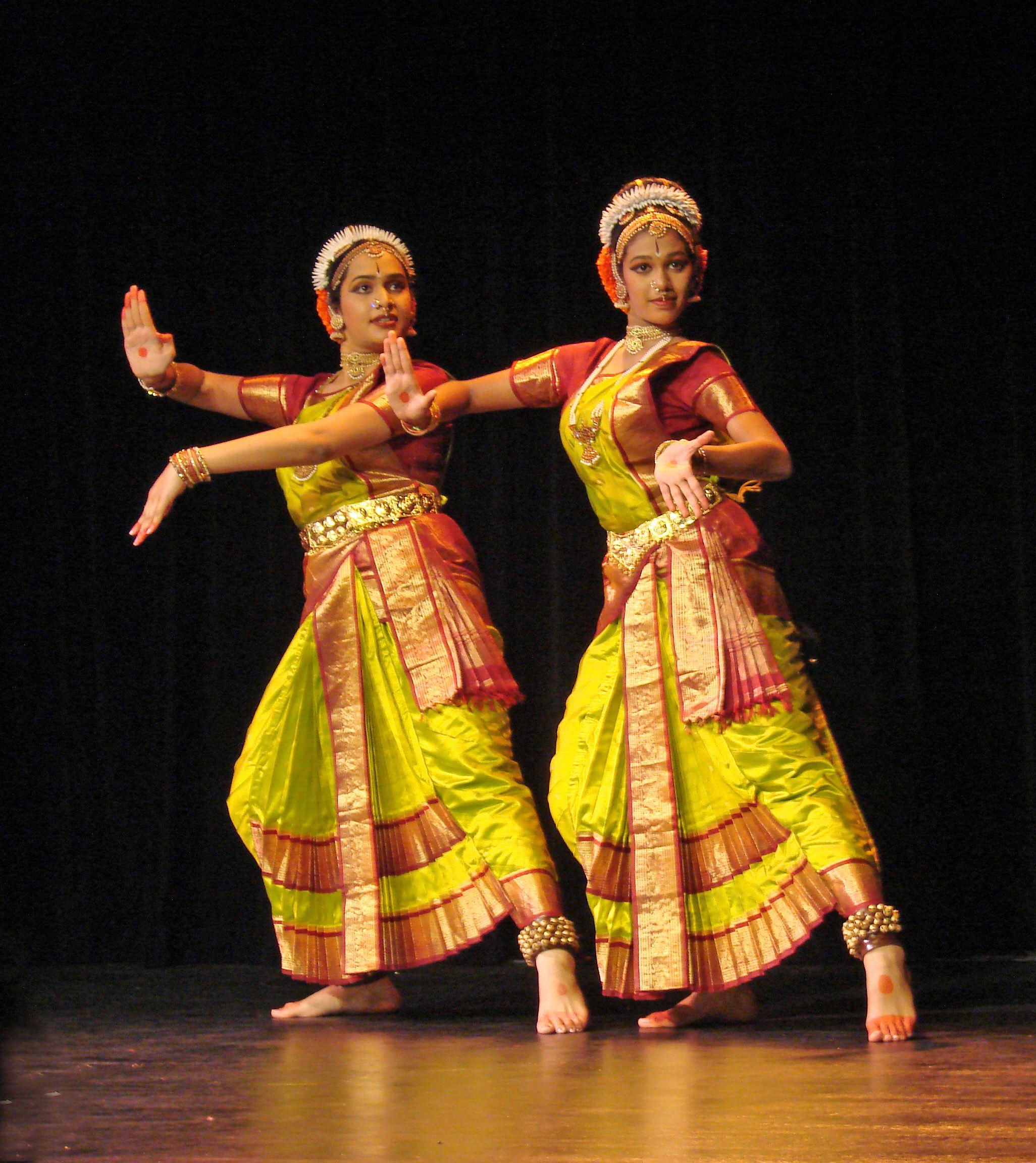 Kuchipudi Danseuses In Action
