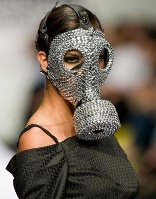 Google Afbeeldingen resultaat voor http://4.bp.blogspot.com/-vNhQSeKlLvU/ToCKAF7N2uI/AAAAAAAAJDQ/nude6-9GRvw/s400/fashion-gas-mask.jpg