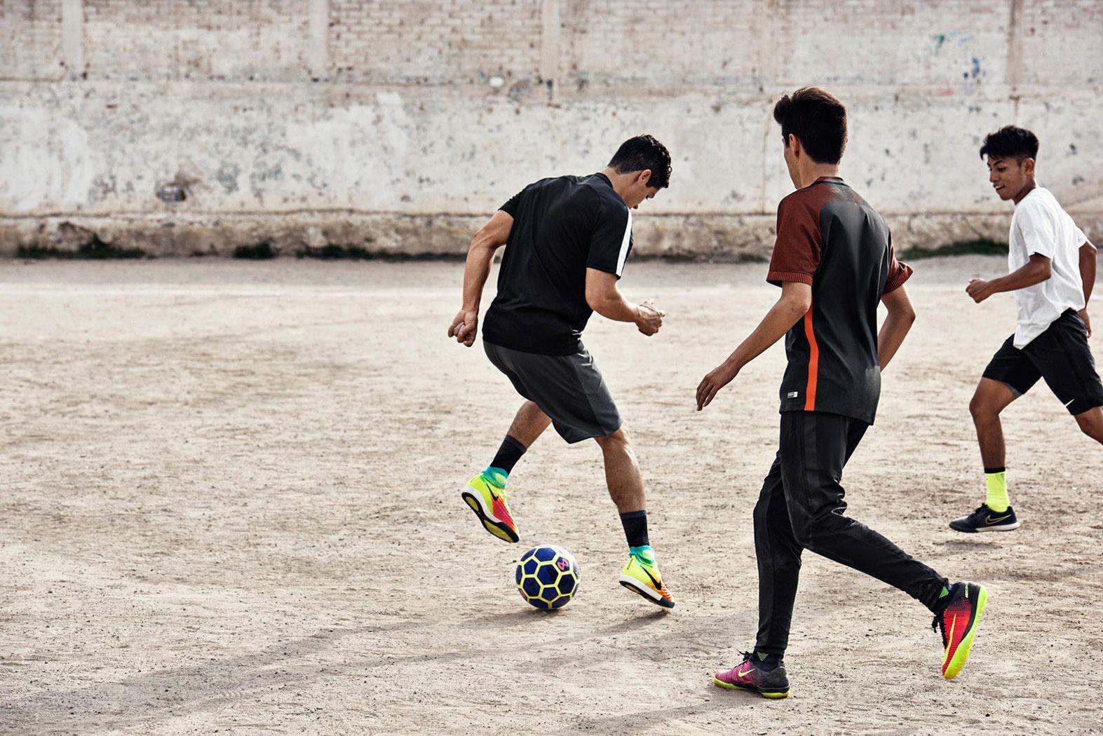 Футбол на улице картинки