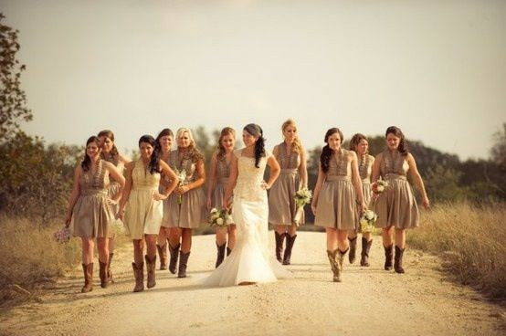 Love the neutral light brown bridesmaids dresses, especially for a fall wedding :)