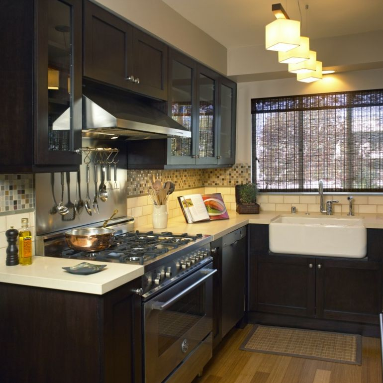 cocina pequea con muebles negros
