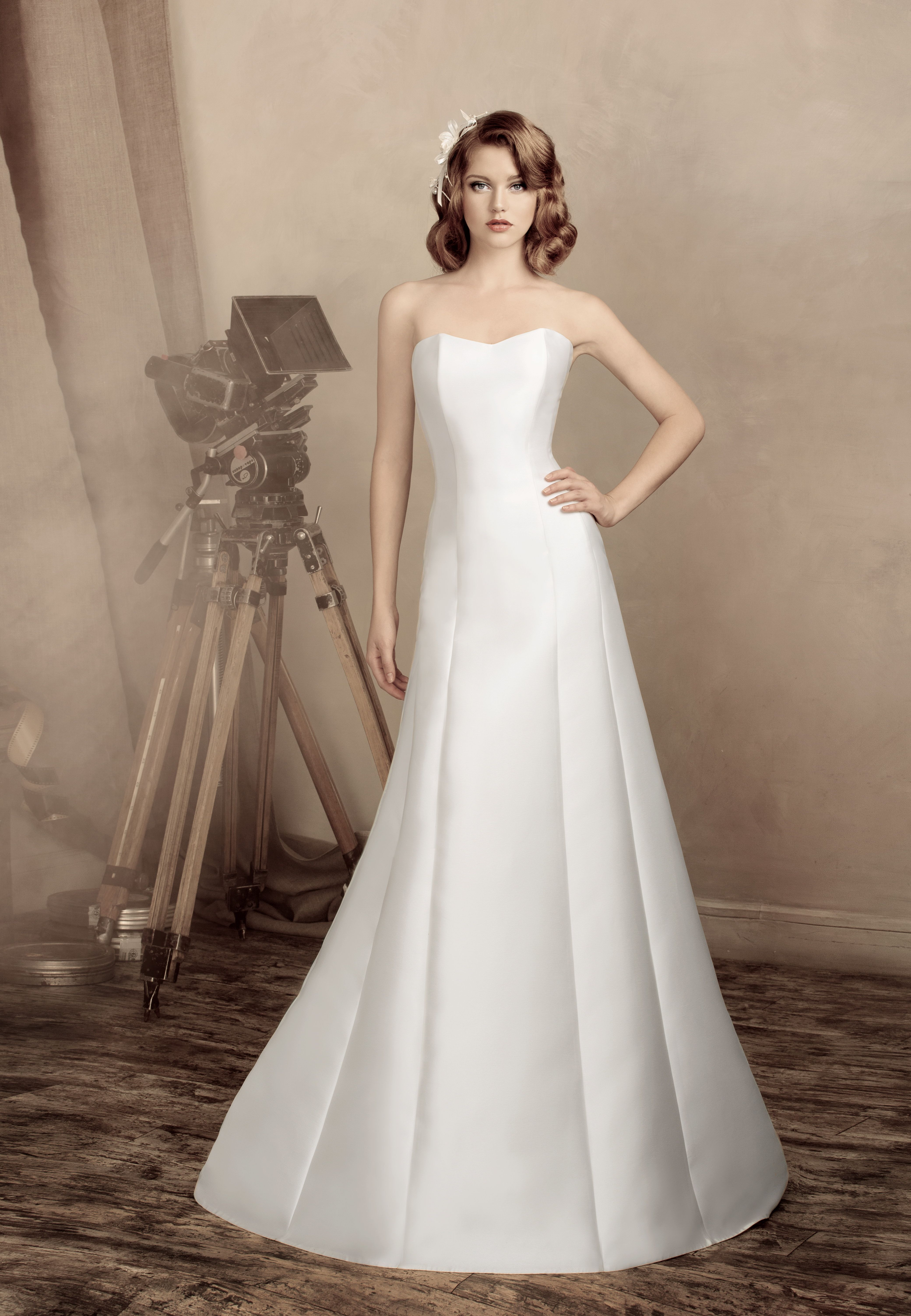 Simple wedding dress, A-line silhouette, made of silk mikado, from ...