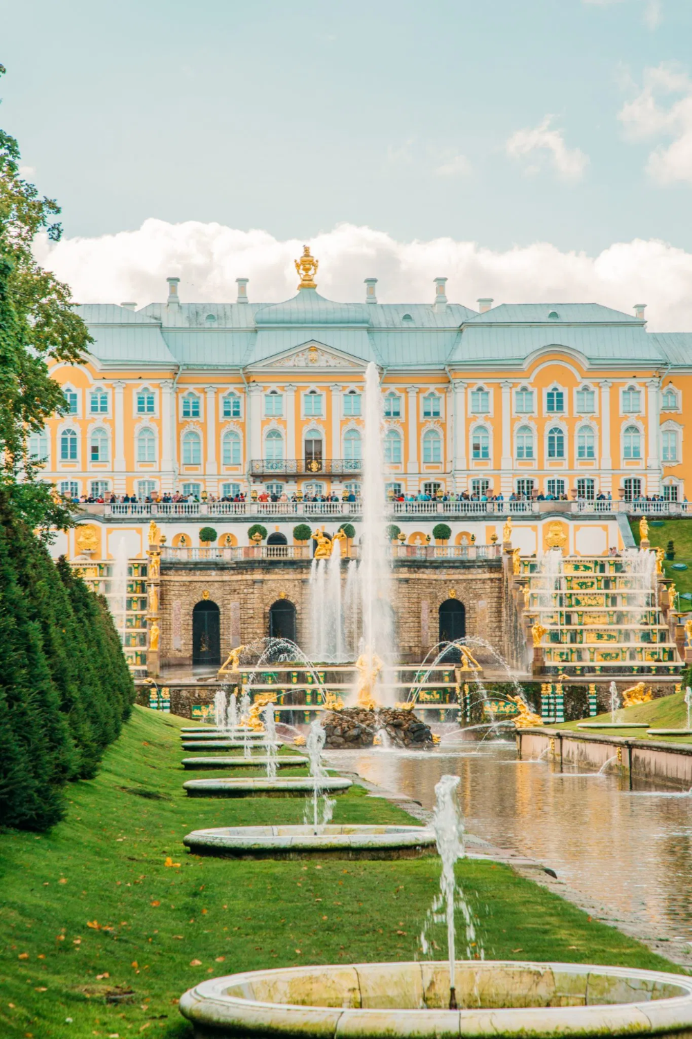 Peterhof Palace Gardens Tips For Planning The Best Day Trip From St Petersburg In 2020 Peterhof Palace Palace Garden Summer Palace