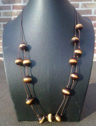 Dubbele halsketting  (80cm) met bruinbeige kralen op waxkoord 11€ Bijpassende oorbellen 3€ ; armband 5€