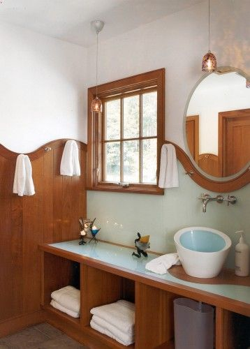 Houzz, Siemasko + Verbridge I love the curves in this bathroom and